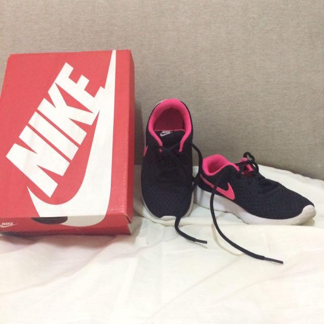 Autenthic Nike Black Hyper Pink