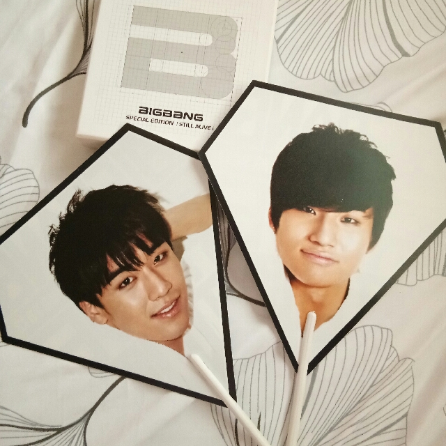 Bigbang Still Alive Special Edition + Alive Tour Picket Fans (seungri & daesung)