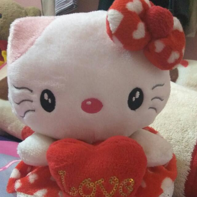Boneka Hello Kitty Merah