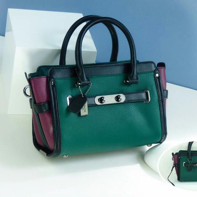 5afa0ecc9701 Coach Sling Bag Medium