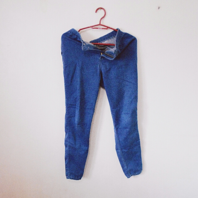 HerBench Highwaisted Jeans
