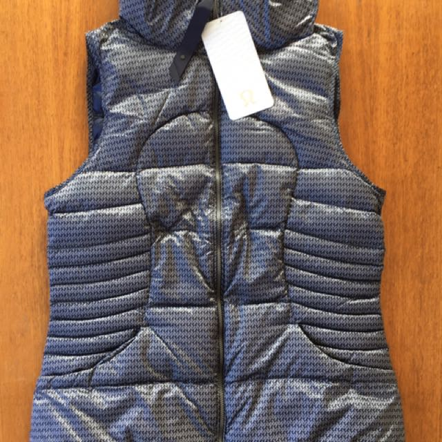 BNWT LULULEMON fluffin awesome vest - size 14 AUS / size 10 CAN (RRP $199)