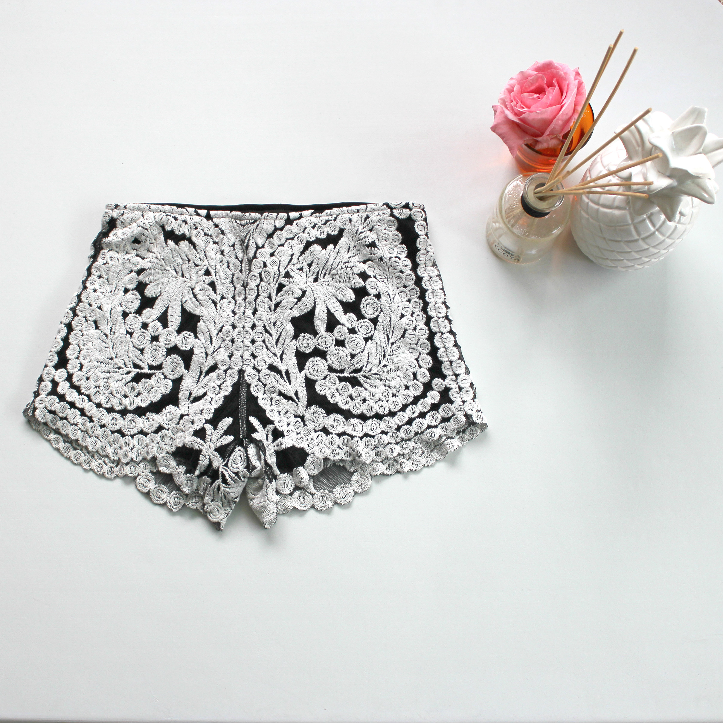 New Black and White Fashion Shorts Lace Trendy Fashion Summer Holidays