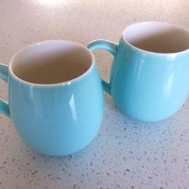 T2 Teapot and tea mugs