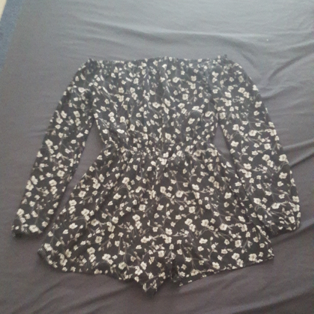 Unworn Missguided Floral Cold Shoulder Romper