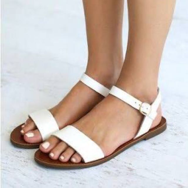 WINDSOR SMITH WHITE SANDALS - SIZE 6