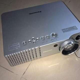 Panasonic AE7-00e LCD投影机