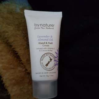 Lavender and Almond oil Hand And Nail Creme