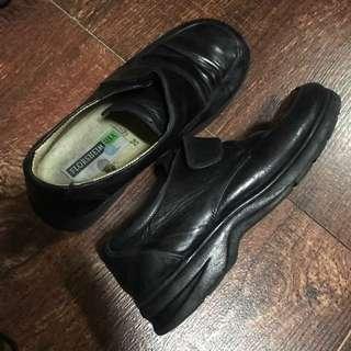 Florsheim (leather/school shoes); size 32
