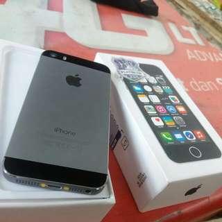 Iphone 5S 32GB warna grey full sett masih mulus pokok ny d jamin