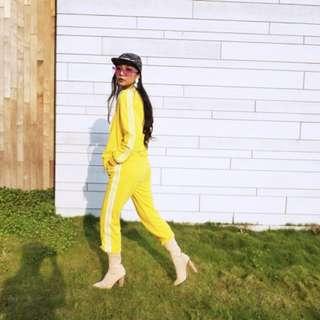 黃色運動套裝