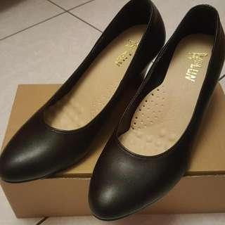 黑色皮面高跟鞋