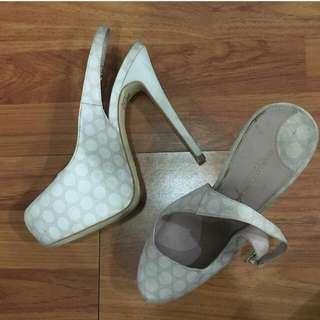 white heels uk.39