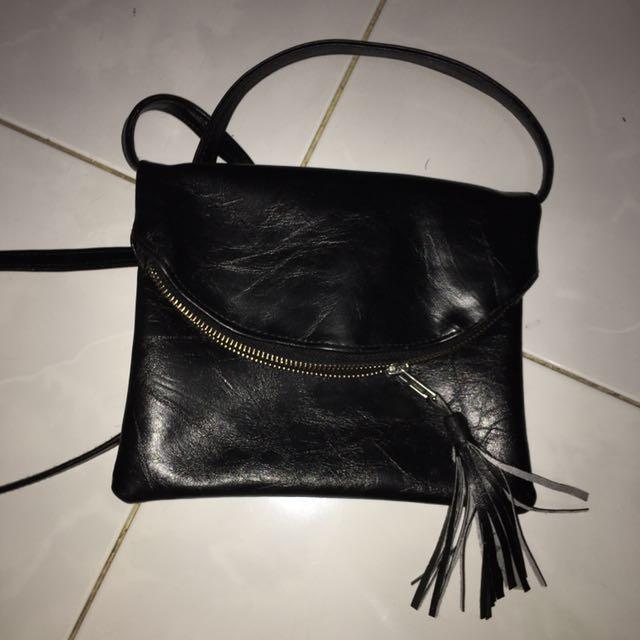 black sling bag (tas hitam)