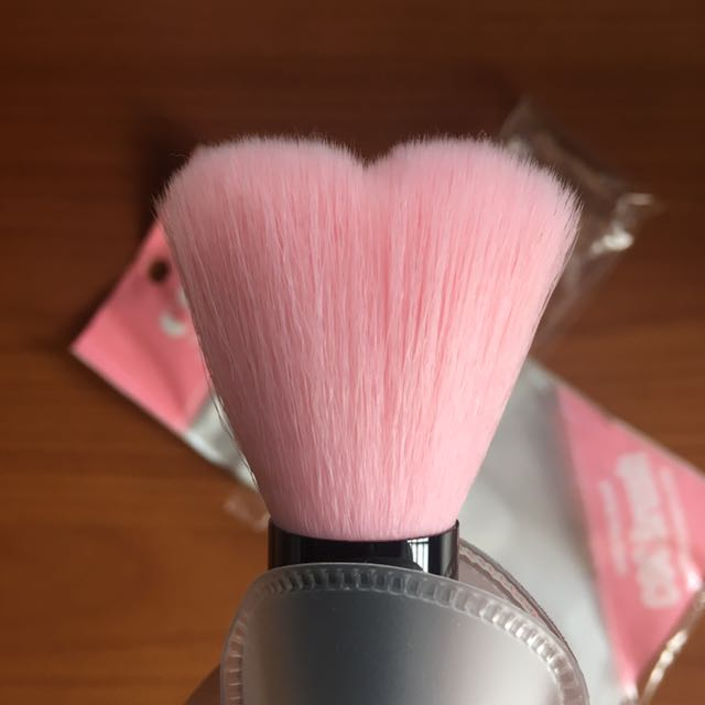 COC Lovely Pink Heart Multi Volume Brush