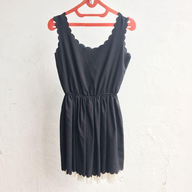 Dress Scallop Hitam