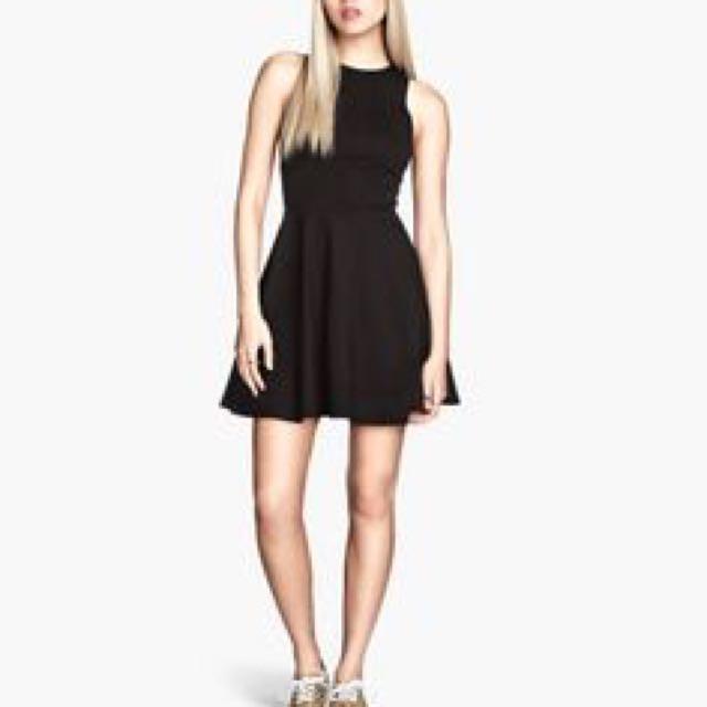 H&M skater 黑色小洋裝