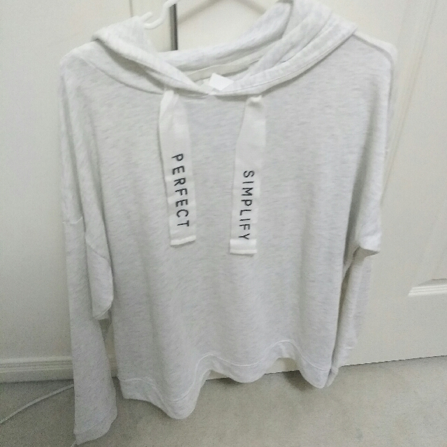 H&M White Sweater Size: Large