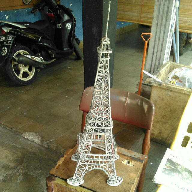Menara Eiffel Dari Koran Bekas Design Craft Artwork On Carousell
