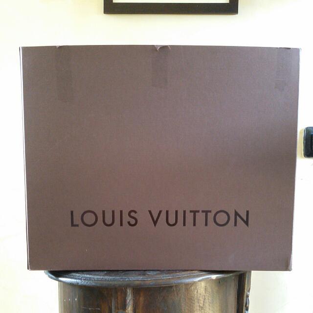 LOUIS VUITTON Box ➖ Kardus LV