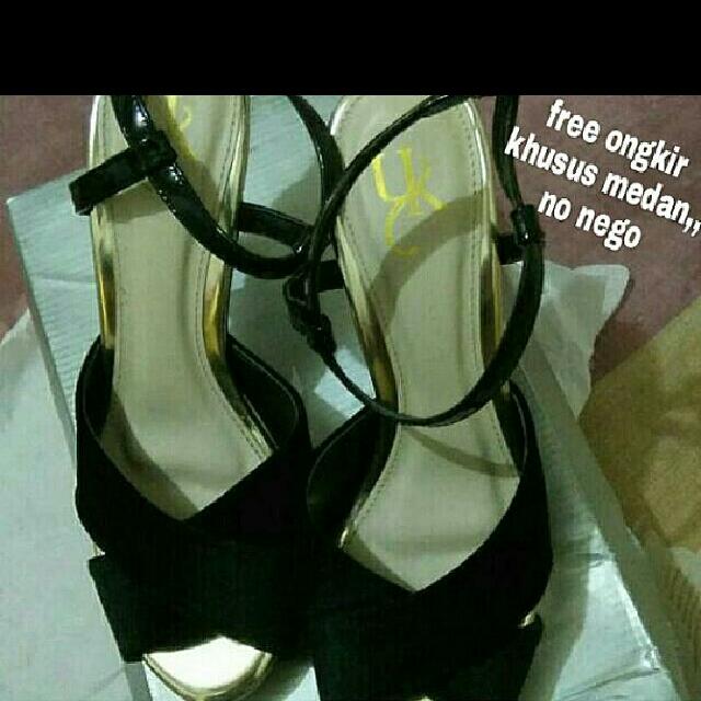 Sepatu YK