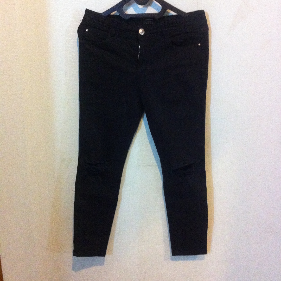 Stradivarius Black Knee Ripped Jeans