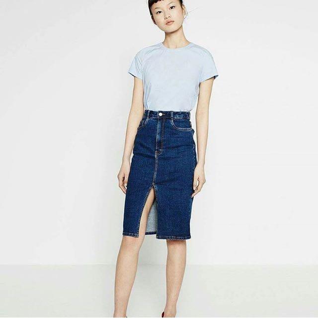 bb27656cb5 Zara Midi Denim Skirt Overrun