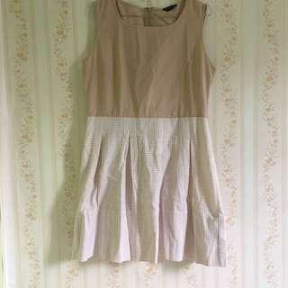 Mini dress warna nude