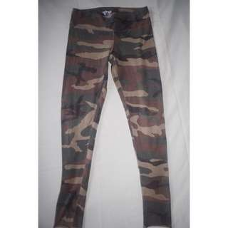 TNA Camouflage Leggings (S)