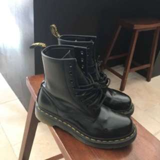 Authentic Dr Martens Size 6W