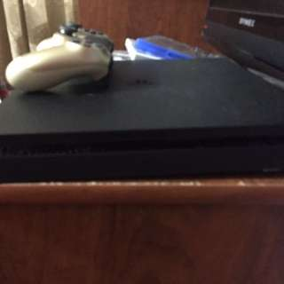 Ps4 Slim 500gb With Golden Controller And 3 Games
