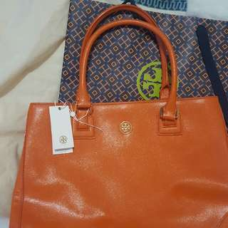Authentic Tory Burch Bag Original price 575usd. Selling for 13kphp