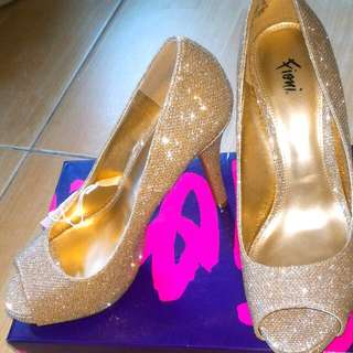 Fioni Gold High Heels