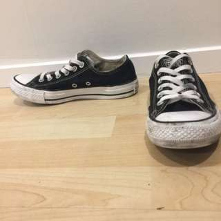 Canvas Low Black And White Chucks