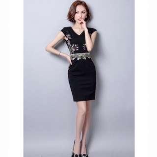 轉售艾伊時尚 V領繡花小包袖連衣裙洋裝