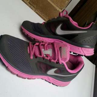 Nike Runner Shoes Size 7
