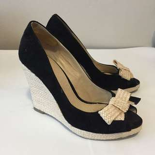 ZU Black And White Bow Wedges