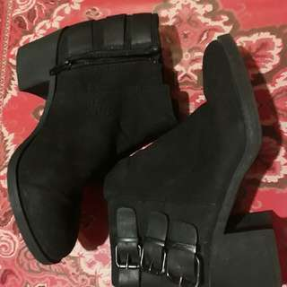 Divide By H&M Buckled Boots