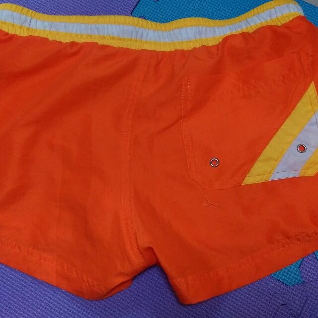 女性運動短褲-內附網底透氣方便