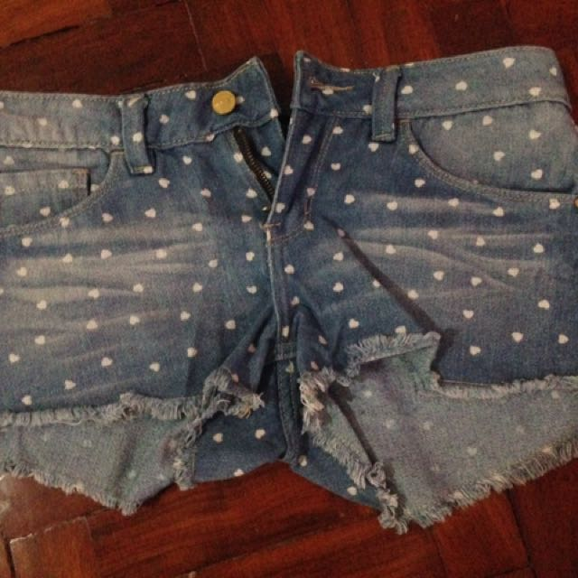 Folded And Hung Maong Shorts With Hearts Design