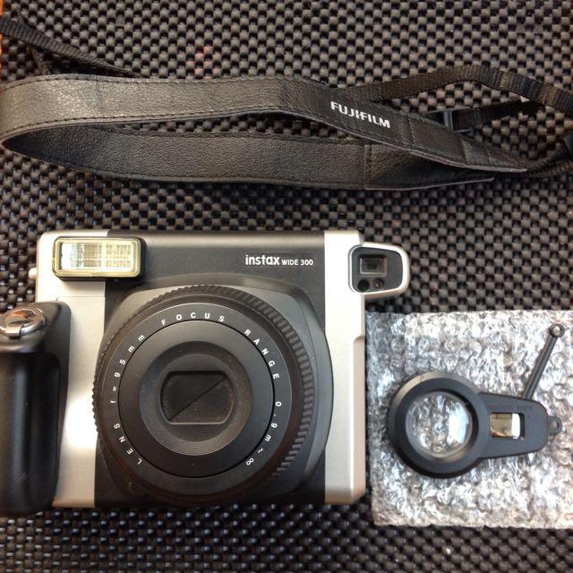 Fujifilm Instax Wide 300 (Polaroid)