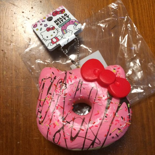 hello kitty licensed donut squishy pink