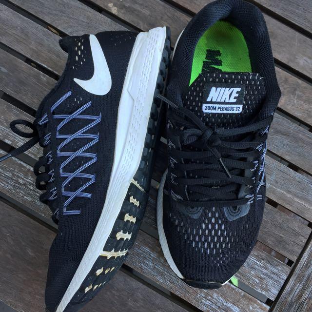 Nike Black Pegasus Size 6