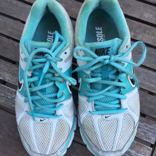 Nike Pegasus Size 6.5 Blue And White
