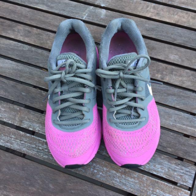 Nike Pegasus Size 6 Magenta/grey