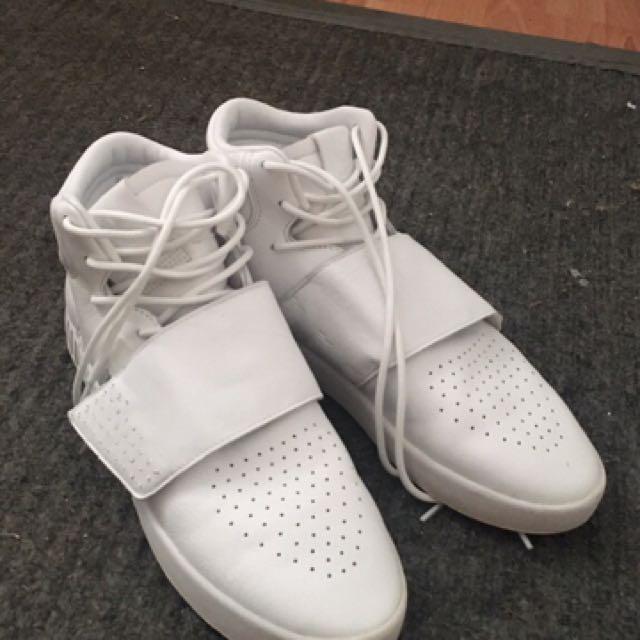 Size 10 1/2 adidas shoes