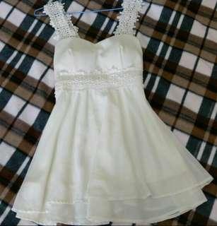 米白色小禮服