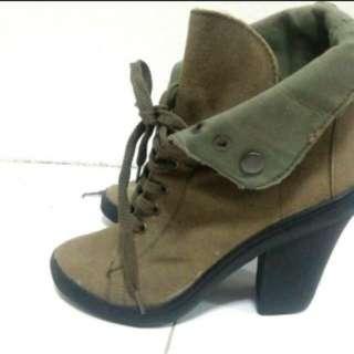 Boots Size 5 24cm