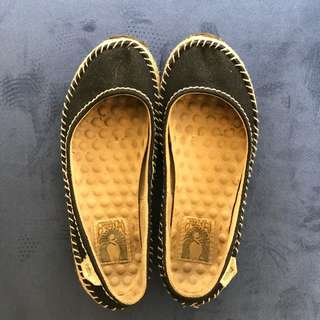 Simple Brand Flats Made of Recycled Materials Size 6