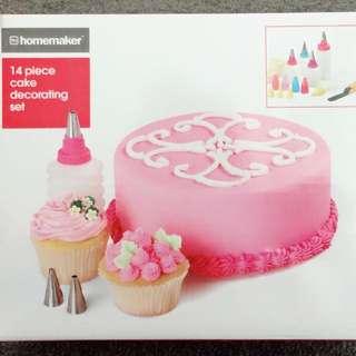 14 Piece Cake Decorating Set!!